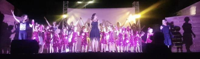 Emmanuelle Prieto et ses danseuses