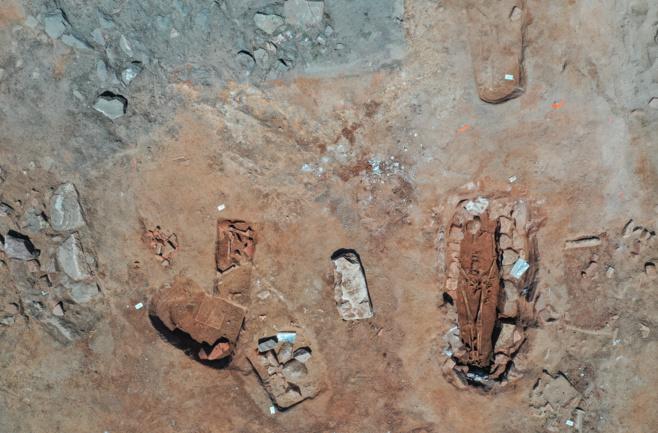 Vue aérienne de sépultures de la nécropole de Sant'Appianu