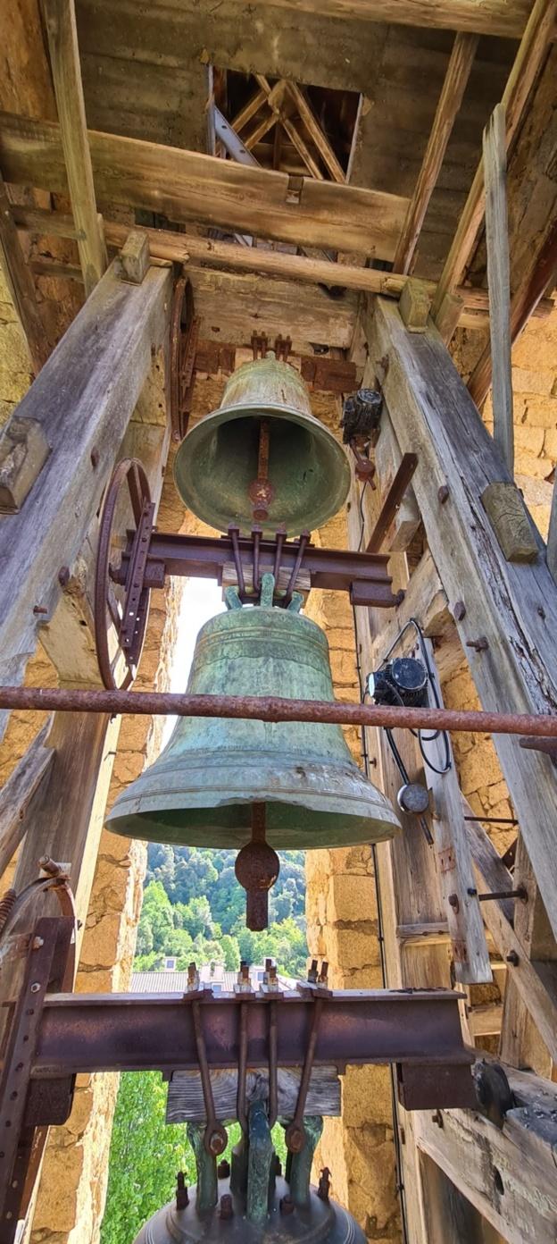 Le clocher de Vico fait peau neuve  Remplacement du beffroi