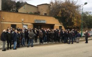Rassemblement de protestation devant la trésorerie de Vicu et rencontre avec le secrétaire général de la préfecture